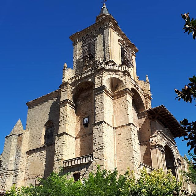 Iglesia de Santa Maria de Viana. In the heart of Viana. ...#caminodesantiago #caminosocietyireland #caminofrances #viana #navarra #spain🇪🇸 #peregrino #elcaminopeople