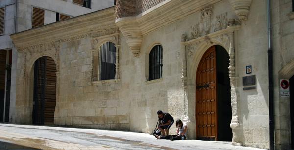 Albergue-Municipal-Casa-del-Cubo-in-Burgos1